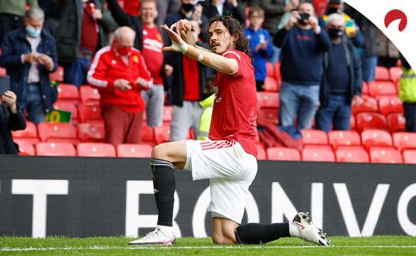 Edinson Cavani celebra un gol fingiendo lanzar una flecha. Conoce los pronósticos del Wolverhampton Vs Manchester United