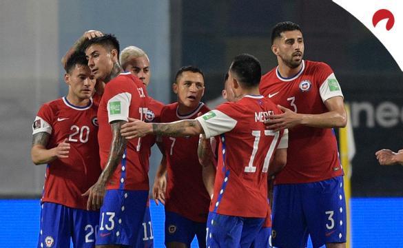 Los jugadores de la Roja celebran un gol. Conoce las cuotas y pronósticos del Chile Vs Bolivia.