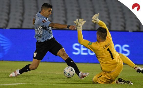 Luis Suárez con Uruguay en un mano a mano contra un portero. Conoce los pronósticos Venezuela Vs Uruguay.