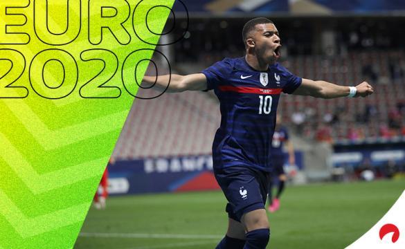 Kylian Mbappé celebra un gol con Francia. Conoce los pronósticos del Francia Vs Alemania de la Copa América 2021.