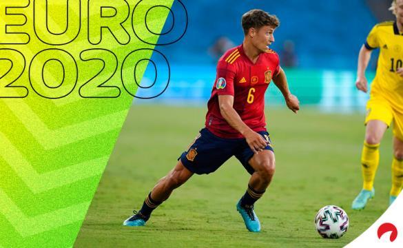 Marcos Llorente controla un balón con España en la Euro 2020. Conoce los pronósticos del España vs Polonia.