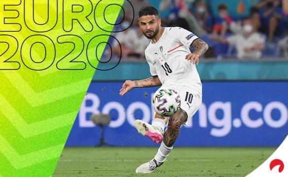 Lorenzo Insigne dispara a portería con Italia. Conoce los pronósticos del Italia Vs Gales de la Euro 2020.