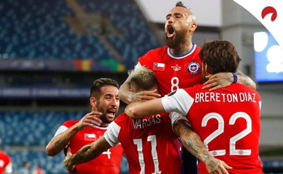 Los jugadores de Chile celebran un gol en la Copa América 2021. Conoce las cuotas y pronósticos del Chile vs Paraguay.