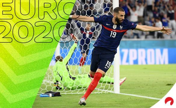 Benzema abre los brazos celebrando un gol con Francia en la Euro 2020. Conoce los pronósticos del Francia vs Suiza.