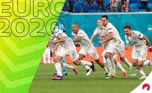 Los jugadores de España celebran su pase a semfinales de la Euro 2020. Conoce los pronósticos del Italia vs España.