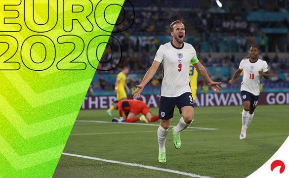 Harry Kane,en el centro, celebra un gol en la Euro 2020. Conoce los pronósticos del Inglaterra vs Dinamarca.