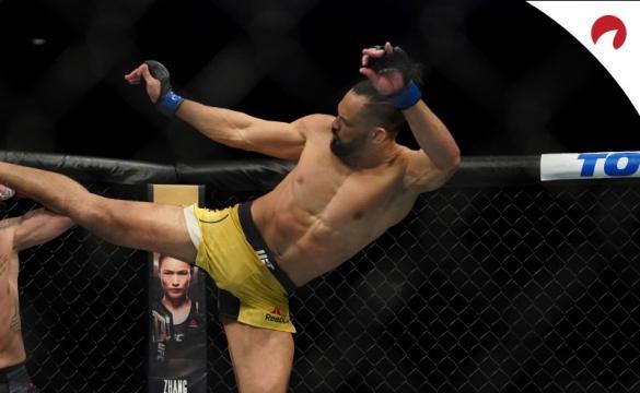 Michel Pereira contra Gilbert Durinho no UFC 264.