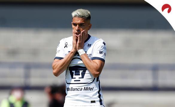 Favio Álvarez lamenta una ocasión fallada. Conoce los pronósticos del Monterrey vs Pumas UNAM en el Apertura 2021.