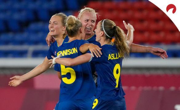 Las jugadoras de Suecia celebran un gol en los Juegos Olímpicos y son favoritas en los pronósticos del Suecia vs Canadá.