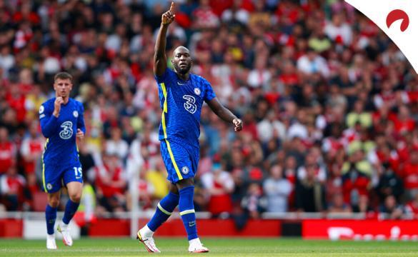 Lukaku celebra un gol con el Chelsea en la Premier League. Conoce los pronósticos del Liverpool vs Chelsea.
