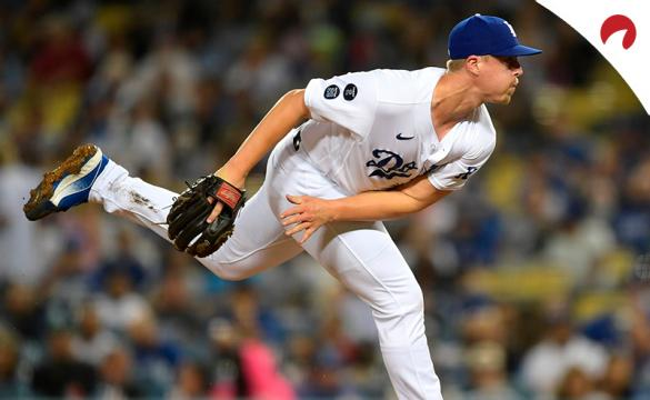 Justin Bruihl lanza para unos Dodgers que son los favoritos por las casas de apuestas para ganar la MLB 2021.