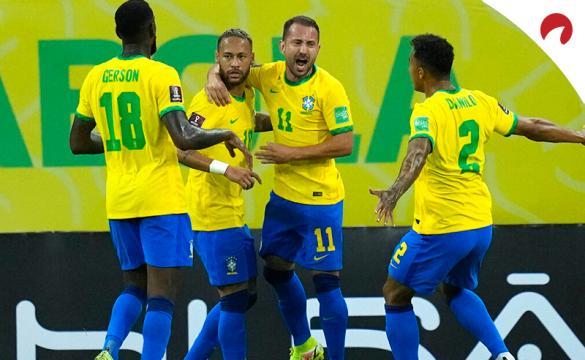 Jugadores de Brasil celebran un gol en las Eliminatorias Sudamericanas. Conoce las cuotas del Venezuela Vs Brasil