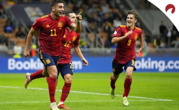 Ferrán Torres, Gavi y Sarabia celebran un gol de la Roja. Cuotas y pronósticos España vs Francia.