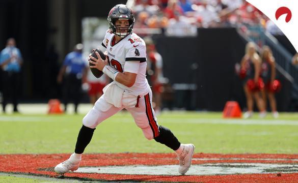 Tom Brady se prepara para lanzar con los Tampa Bay Buccaneers. Conoce las cuotas de los favoritos para el Super Bowl 56.