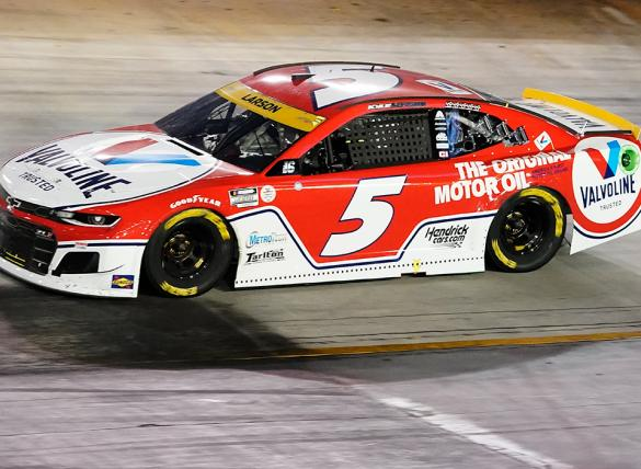 Kyle Larson is the favorite in the Autotrader EchoPark Automotive 500 odds.