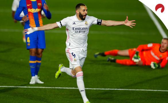 Benzemá marca un gol en la útlima edición de El Clásico. Conoce las cuotas y los picks para el Barcelona Vs Real Madrid.