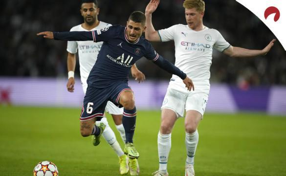 Verratti y De Bruyne lucha por el balón. Cuotas Champions League 2021-22 de las casas de apuestas